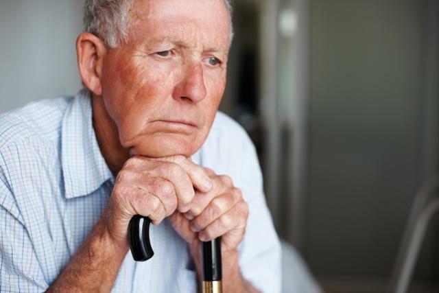 Resultado de imagem para idos usando aparelho auditivo